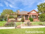 Photo 3 Bedroom Bungalow in Young, Australia